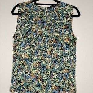 Sleeveless floral flowy blouse